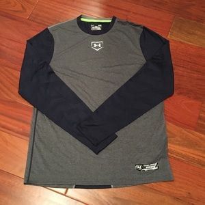 Under Armour gray and navy shirt, Size L